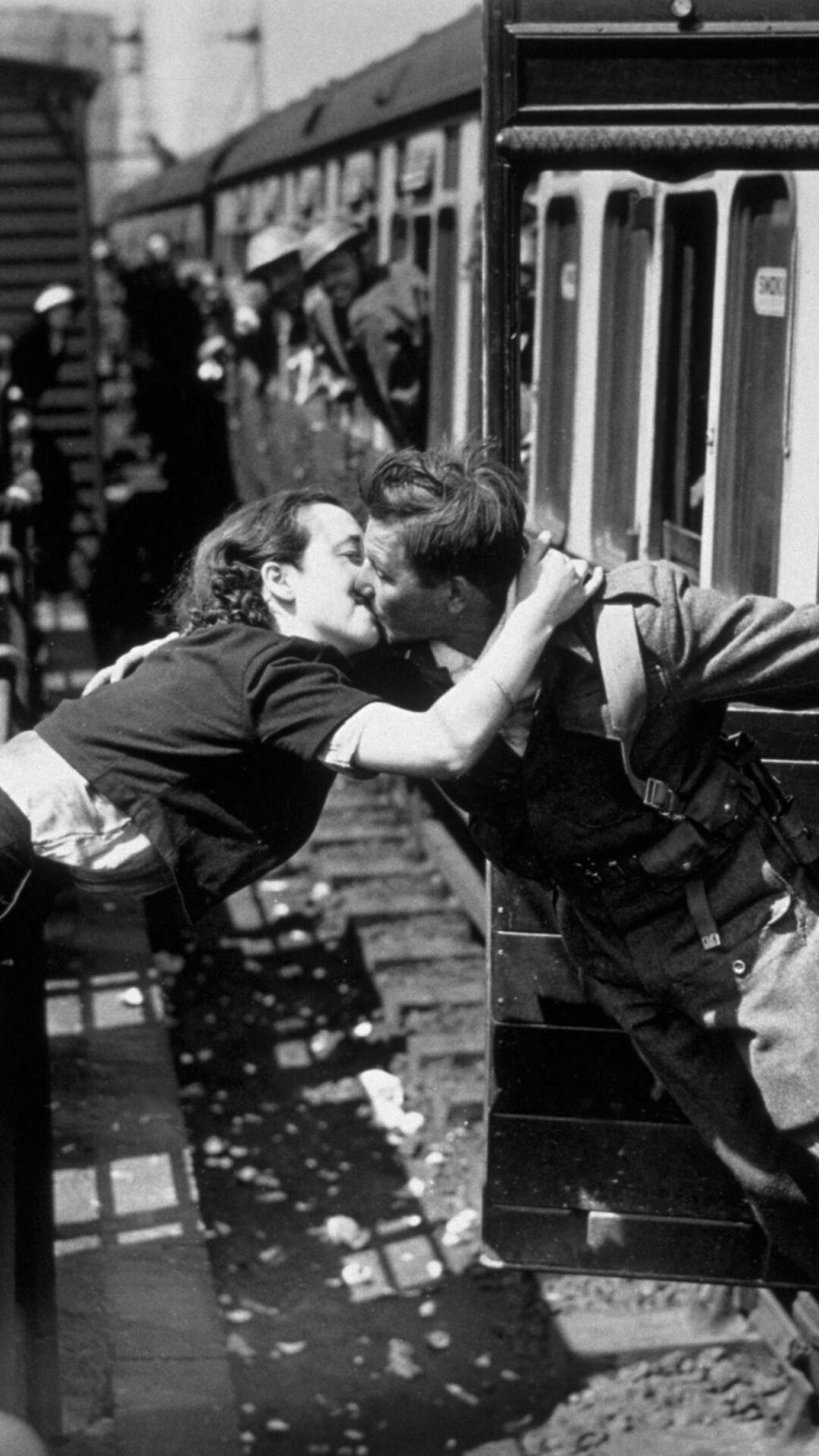 A soldier of the British Expeditionary Force and his girlfriend