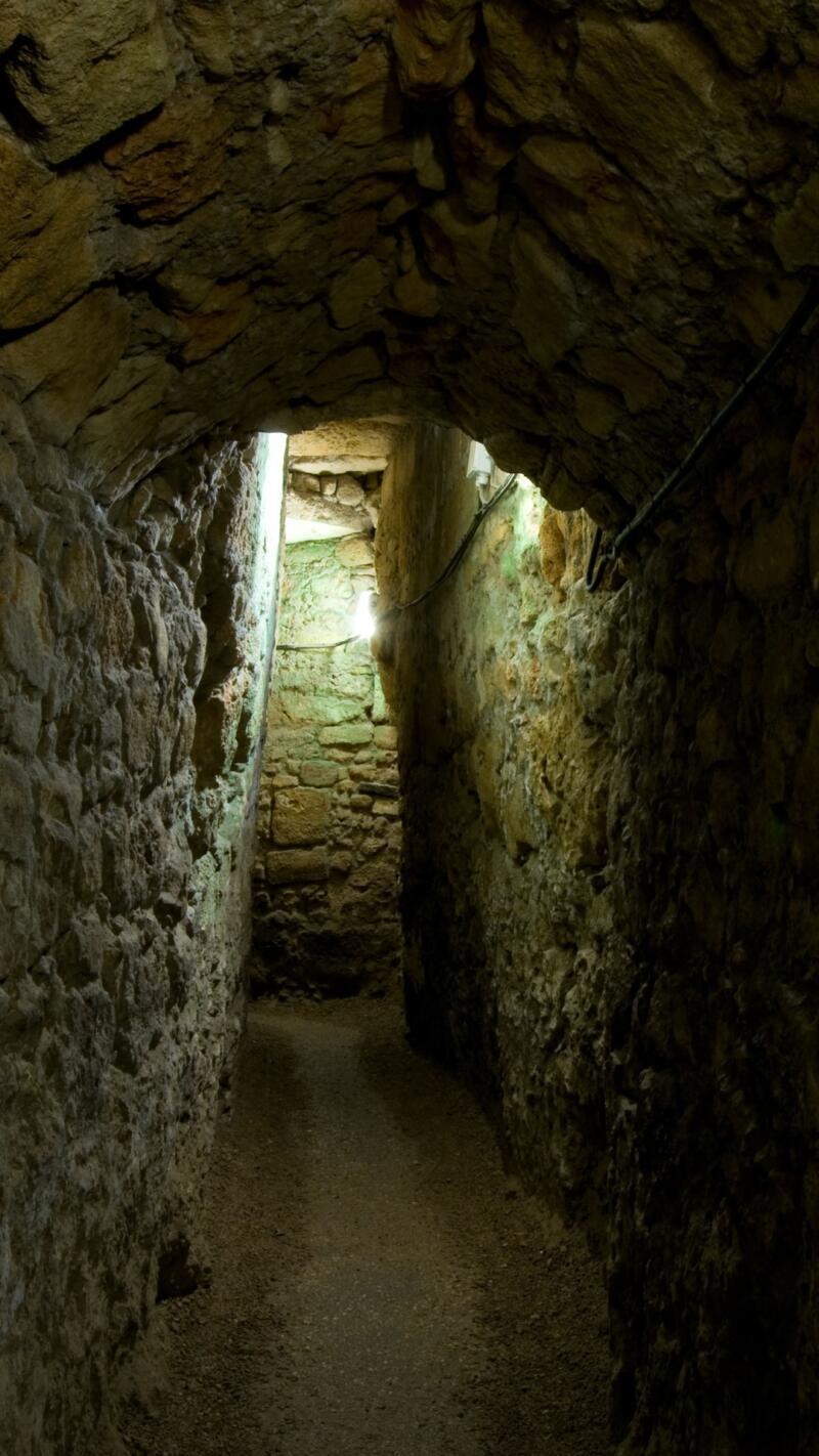 A supply and escape tunnel under the city of Akko