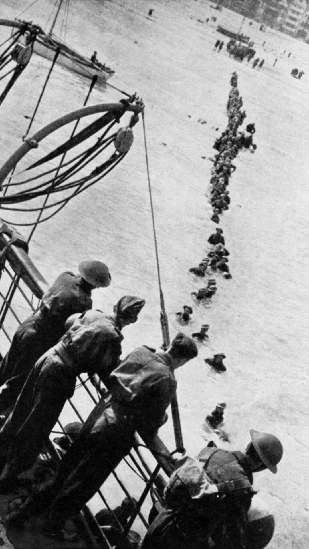 For the evacuation of British troops, most soldiers had to wade out in the water to find a rescue vessels.