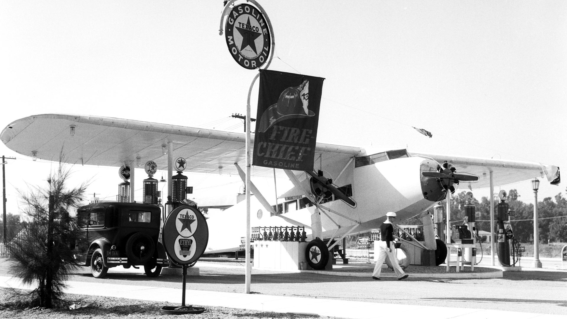 Gas Station Modeled After Plane