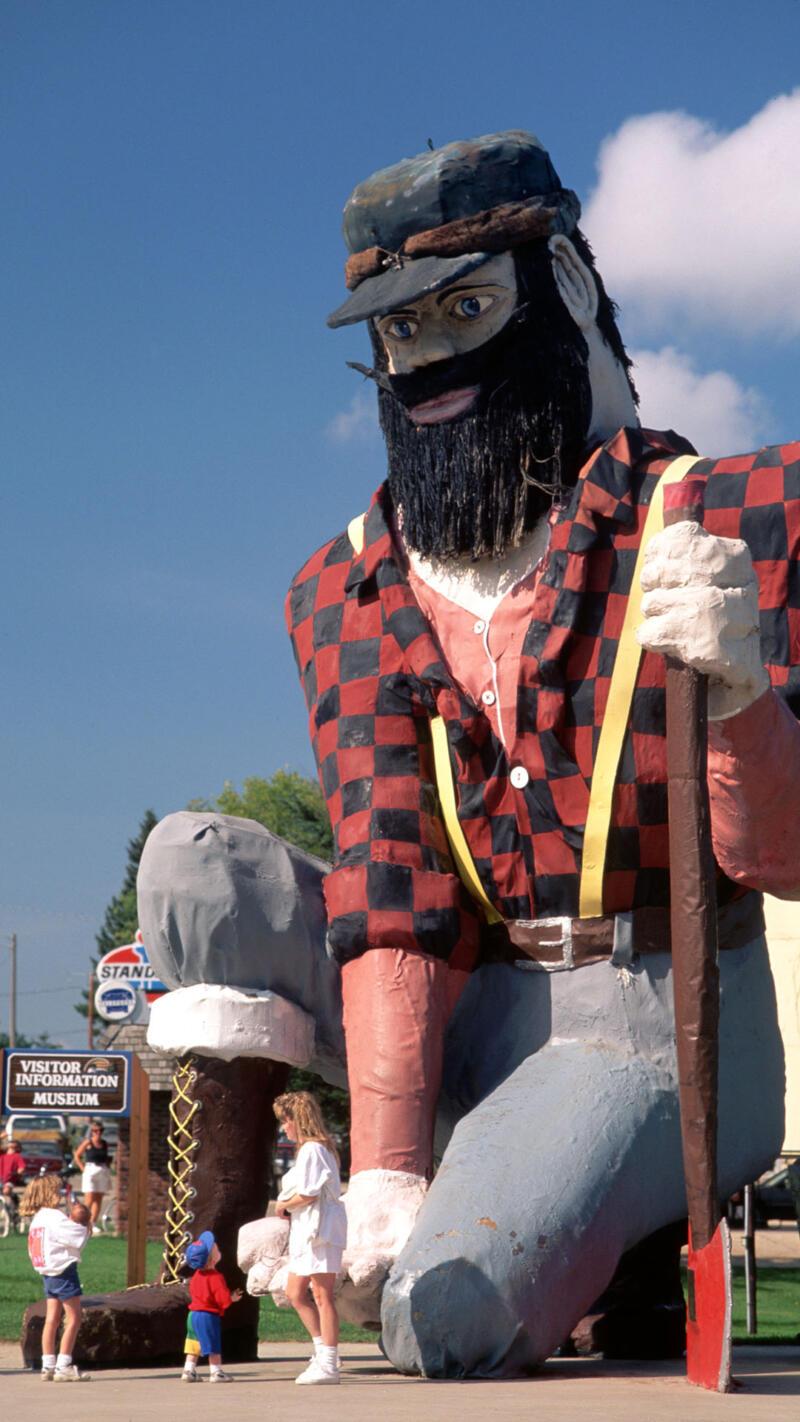 Pau Bunyan Statue