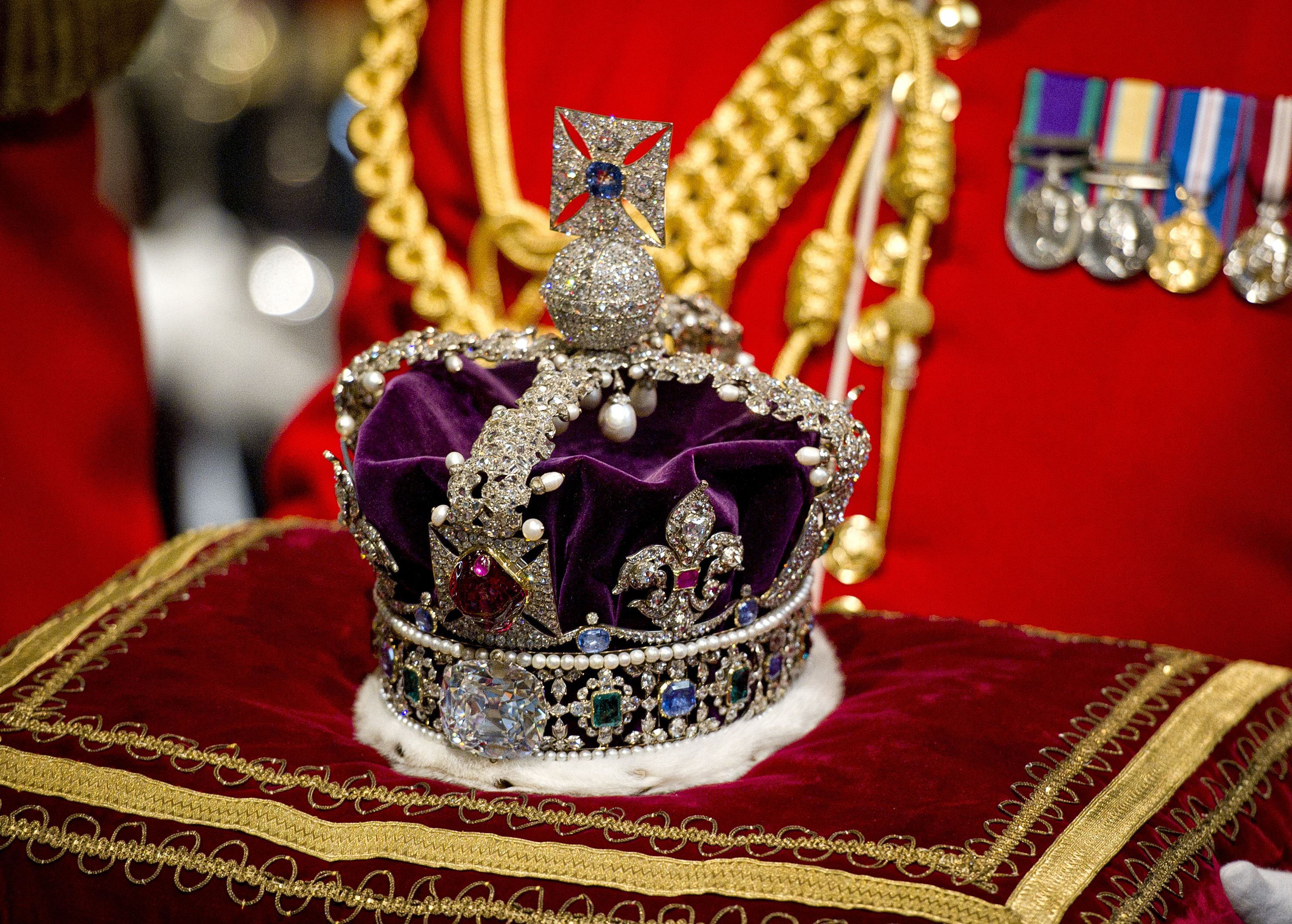 British Royals Hid Crown Jewels From Nazis in a Cracker Box