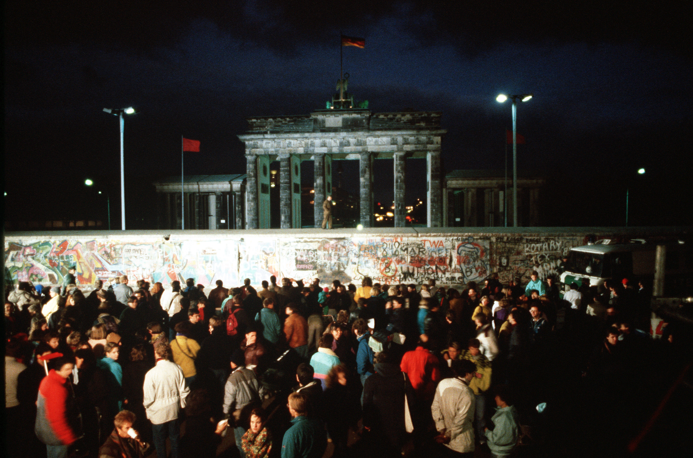 10 Things You May Not Know About the Berlin Wall - HISTORY