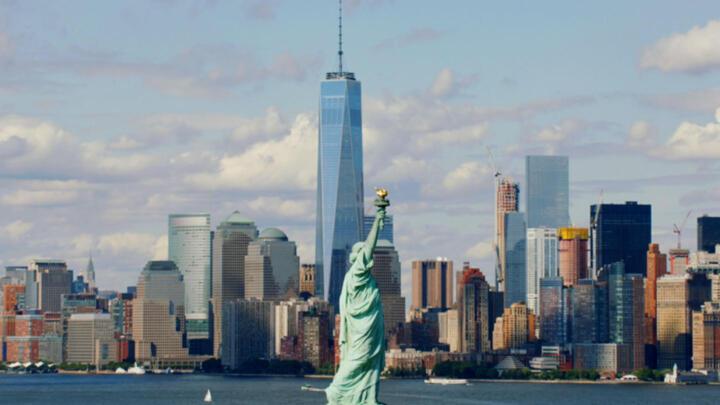 Newly rebuilt World Trade Center and the Manhattan skyline