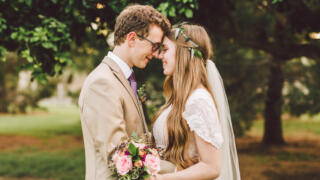 8 Benefits of Getting Married Young