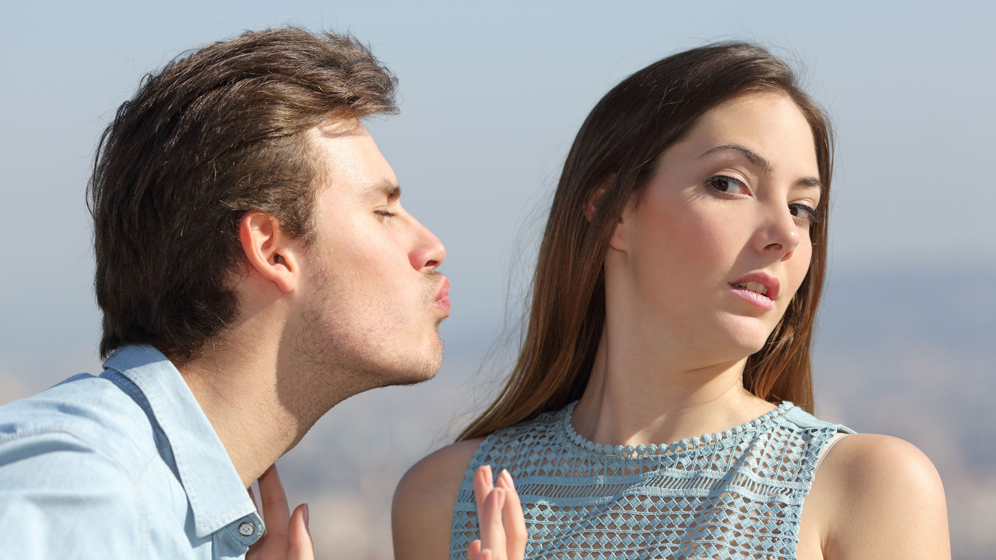 7 Simple Rules to Avoiding Awkward Kisses
