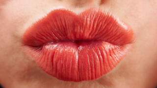 3 Reasons Why Kissing Strangers is Good for You