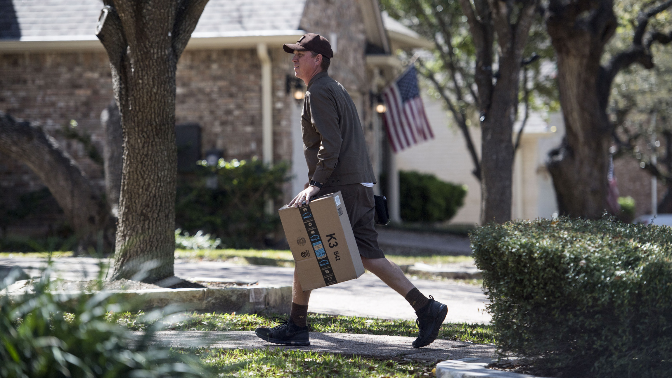A Ret. Bomb Technician Explains Package Bombs and Trip Wires Used in Austin Bombings