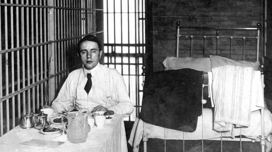 Harry Thaw dining in style in a Poughkeepsie jail