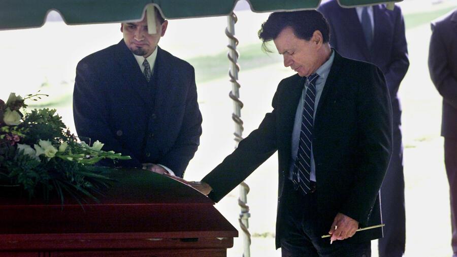Robert Blake at Bonny Lee Bakely's Funeral
