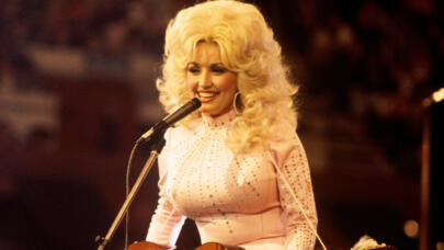 Dolly Parton on Biography.com
