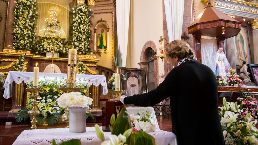 Funeral service for murdered Mexican priest Jose Alfredo Lopez