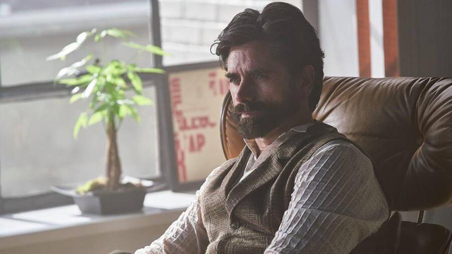 John Stamos as Dr. Nicky on YOU Season 1