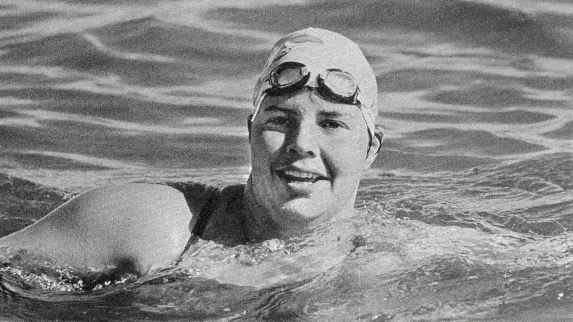 August 7, 1987: Lynne Cox Became the First Person to Swim From the United States to the Soviet Union