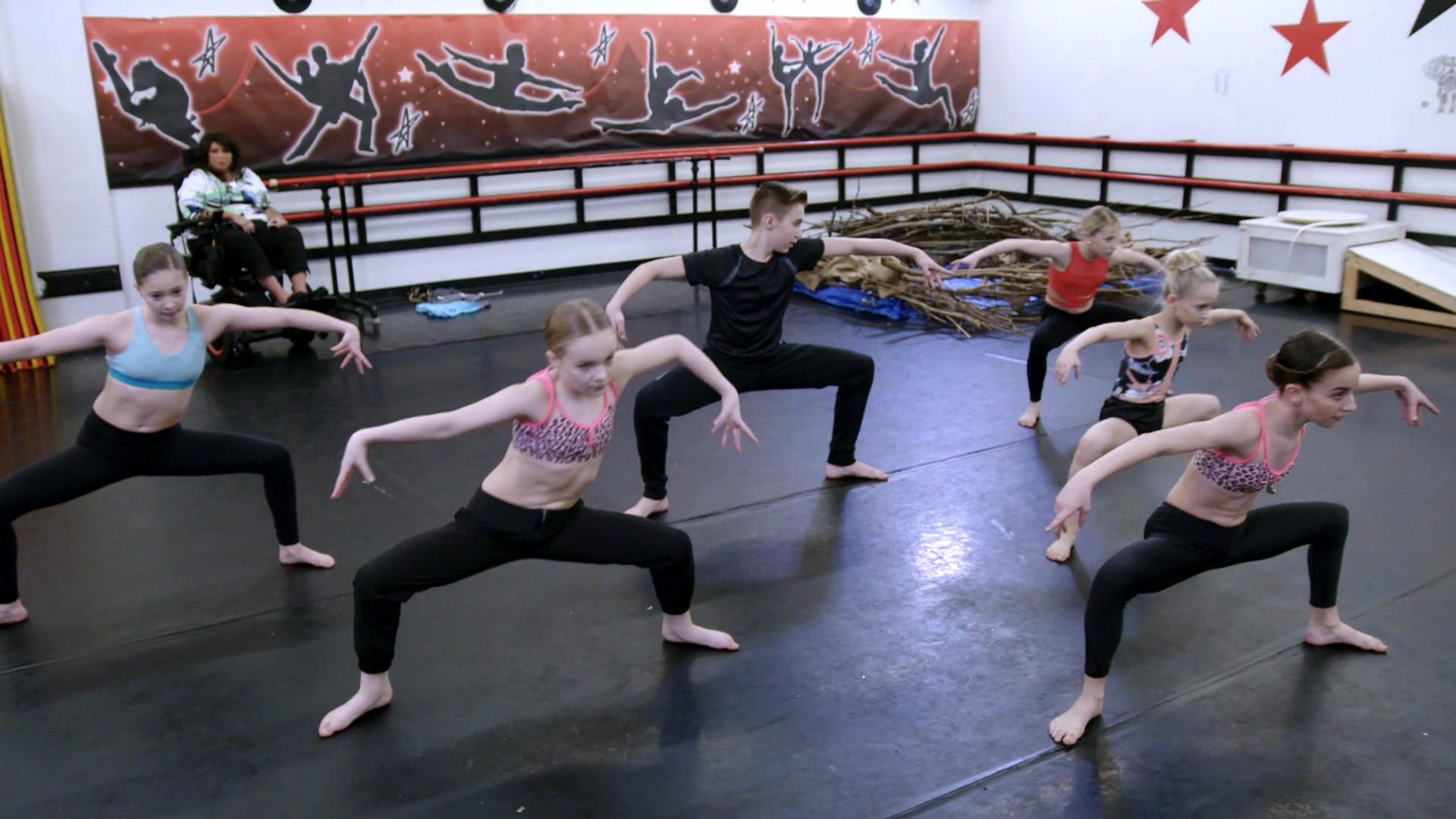 2 Jackets, 4 Dancers