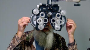 Si-larious Moment: Si Gets His Eyes Checked