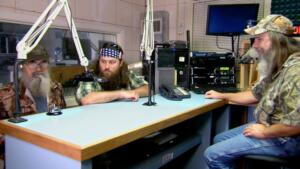 Si-larious Moment: Willie and Si Go On the Radio