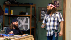Si-larious Moment: Si Breaks Willie's Sword
