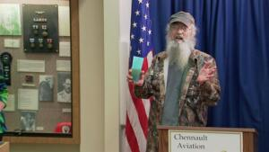 Si-larious Moment: Recognizing Si's Military Career