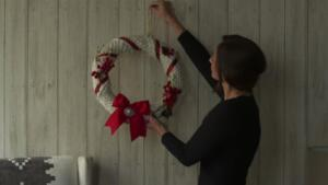 DIY: Holiday Scarf Wreath