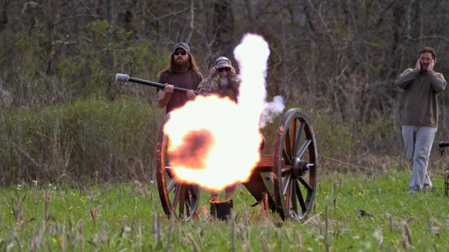 5c9086c21 Watch Fire in the Hole! Video - Duck Dynasty | A&E