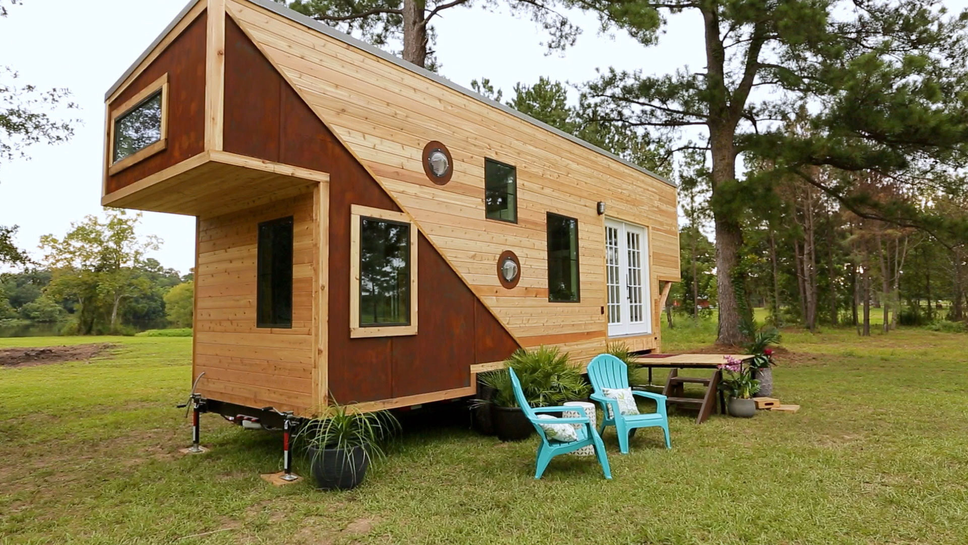 325 Sq. Ft. Texan's Take Tiny House