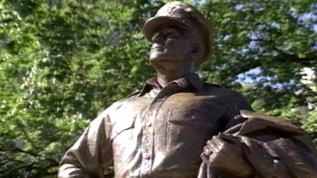 General Douglas Macarthur: Return Of A Legend: Host: Jack Perkins
