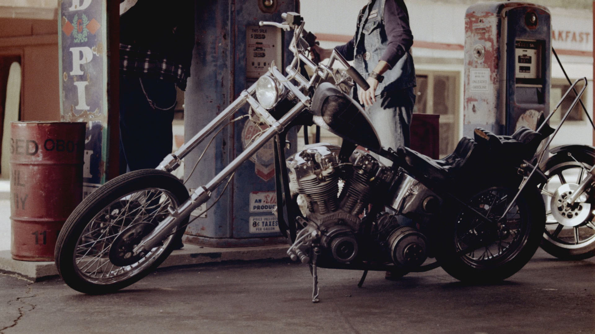 Outlaw Chronicles: Hells Angels : Breaking The Law