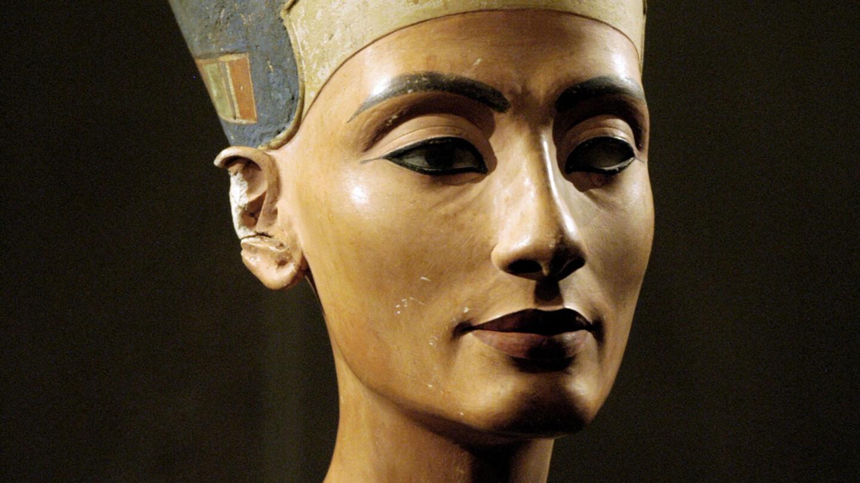 Nefertiti Queen Bust Husband Akhenaten History